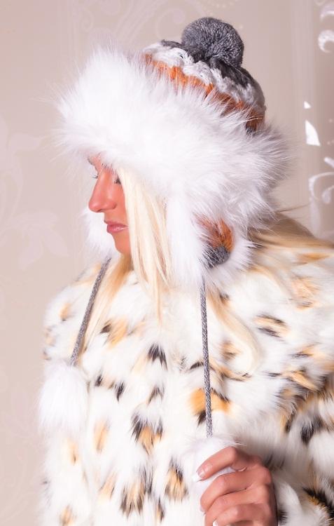 Fleece Wool knit Eskimo Pompoms