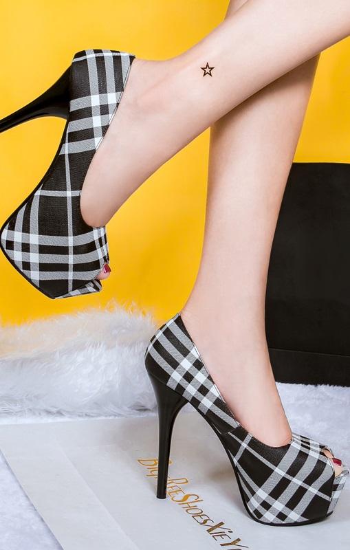 Sapatos Estilo Burberry Pretos Rf600444